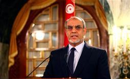 Los líderes tunecinos comenzaron el miércoles la búsqueda de un nuevo primer ministro para intentar sacar a la nación norteafricana de la crisis política más grave desde un alzamiento popular que inspiró una ola de revueltas árabes hace dos años. En la imagen, el primer ministro tunecino, Jamadi Jebali, anuncia su dimisión en una rueda de prensa en Túnez, el 19 de febrero de 2013. REUTERS/Zoubeir Souissi