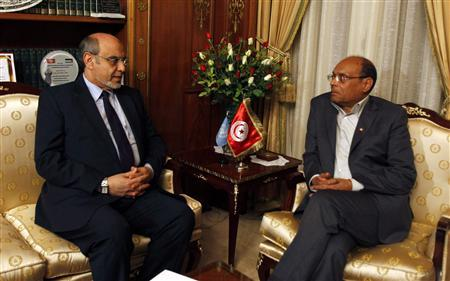 Tunisian President Moncef Marzouki (R) speaks with Prime Minister Hamadi Jebali as they meet in Tunis February 19, 2013. Jebali resigned on Tuesday after his attempt to form a government of technocrats and end a political crisis failed. REUTERS/Zoubeir Souissi (TUNISIA - Tags: POLITICS)