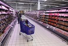 La confiance des ménages s'est encore améliorée en février dans la zone euro mais moins qu'attendu par les économistes. /Photo d'archives/REUTERS/Eric Gaillard