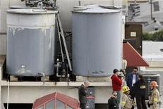 Authorities stand on the rooftop of the Cecil Hotel after a body was found in a water tank in Los Angeles, California, February 19, 2013. REUTERS/Jonathan Alcorn