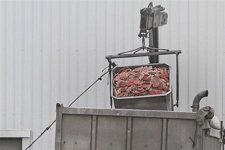 A dump truck is filled up with blocks of meat at French meat processor Spanghero's factory in Castelnaudary near Toulouse, southwestern France, February 15, 2013. REUTERS/Jean-Philippe Arles