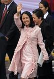 Imagen de archivo de la primera dama de Perú, Nadine Heredia, a su llegada a un desfile militar por las celebraciones del Día de la Independencia en Lima, jul 29 2011. Para algunos es su potencial sucesora y la única figura fuerte del oficialismo peruano para un nuevo período: Nadine Heredia, la esposa del presidente Ollanta Humala. REUTERS//Pilar Olivares/Files