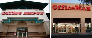 Office Depot et OfficeMax ont officialisé mercredi leur projet de fusion d'un montant de 1,17 milliard de dollars (875 millions d'euros), confirmant un accord annoncé d'abord par inadvertance par Office Depot avant sa conclusion. /Photos d'archives/REUTERS/Mike Blake et Joshua Lott