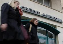 Passers-by walk in front of a branch of French bank Credit Agricole in Marseille February 1, 2013. REUTERS/Jean-Paul Pelissier (FRANCE - Tags: BUSINESS)