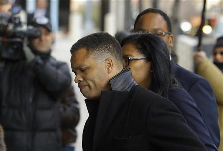 Former Chicago congressman Jesse Jackson Jr. (C) enters the U.S. District Federal Courthouse in Washington February 20, 2013. Jackson, son of the famed civil rights leader, plans to plead guilty to charges filed on 15 February accusing him of misusing $750,000 in campaign funds, his attorney said. Jackson's wife, Sandi Jackson, has also agreed to plead guilty to a related charge of filing false tax returns, according to her attorneys. REUTERS/Gary Cameron