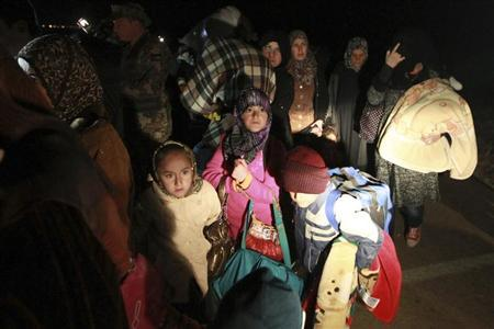 Syrian refugees fleeing violence in their country cross into Jordanian territory, near Mafraq February 18, 2013. REUTERS/Muhammad Hamed