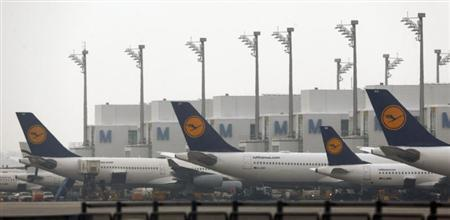 German Lufthansa planes are parked on the tarmac at Munich's international airport early January 25, 2013. REUTERS/Michael Dalder