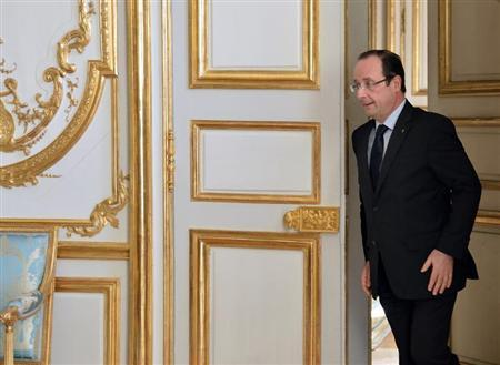 French President Francois Hollande arrives to attend a meeting with government members on the government's strategic investments at the Elysee Palace in Paris February 20, 2013. REUTERS/Eric Feferberg/Pool