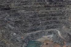 Vista da mina de Cana BRava em Minacu, no Estado de Goiás. O governo tem realizado reuniões com representantes de Estados produtores de minerais para apresentar e discutir o texto do marco regulatório da mineração, afirmou nesta quarta-feira o ministro de Minas e Energia, Edison Lobão. 17/01/2013 REUTERS/Uslei Marcelino