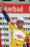 El equipo ciclista Katusha ha suspendido provisionalmente al español Ángel Vicioso por no comparecer en el juicio de la operación Puerto contra el dopaje en España, dijo el miércoles el equipo ruso. En esta imagen de archivo de 2006, Vicioso durante la Vuelta a Suiza en Leukerbad. REUTERS/ARC/Dominic Favre