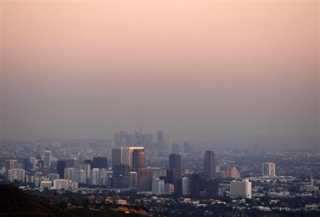 Century City and downtown Los Angeles are seen through the smog December 31, 2007. REUTERS/Lucy Nicholson