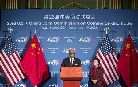 U.S. Trade Representative Ron Kirk (L) and Acting Secretary of Commerce Rebecca Blank speak at a news conference during the 23rd session of the U.S.-China Joint Commission on Commerce and Trade in Washingtonin this file photo from December 19, 2012. REUTERS/Joshua Roberts/Files