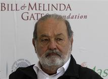 Imagen de archivo del empresario mexicano Carlos Slim durante una conferencia de prensa en Texcoco, feb 13 2013. Carlos Slim, el hombre más rico del mundo, respaldó el plan de KPN de incrementar su capital en 4.000 millones de euros (5.340 millones de dólares) y será dueño de dos asientos en el directorio de la empresa, en un esfuerzo por revertir la suerte de su inversión en el grupo holandés de telecomunicaciones. REUTERS/Henry Romero