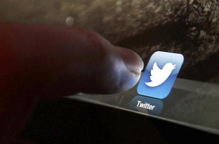 An illustration picture shows the log-on icon for the Website Twitter on an Ipad in Bordeaux, Southwestern France, January 30, 2013. REUTERS/Regis Duvignau/Files