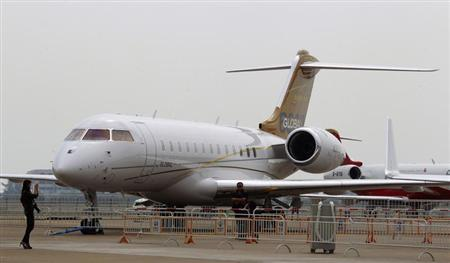 Visitors take photos in front of a Bombardier Global 6000 commercial plane at the China International Aviation & Aerospace Exhibition in the southern Chinese city of Zhuhai November 12, 2012, one day before its official opening on Tuesday. REUTERS/Bobby Yip