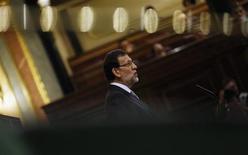 El debate sobre el estado de la nación se reanudará a las 9:00 de la mañana del jueves después de una intensa sesión la víspera en la que el presidente del Gobierno, Mariano Rajoy, anunció un mayor control sobre las cuentas y la gestión de los partidos políticos y un endurecimiento de las penas por delitos de corrupción, en un momento de gran descrédito de la clase política. En la imagen, Rajoy durante el debate sobre el estado de la nación en Madrid, el 20 de febrero de 2013. REUTERS/Sergio Pérez
