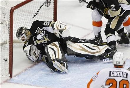 Pittsburgh Penguins goalie Tomas Vokoun (L) watches a puck shot by Philadelphia Flyers Tomas Voracek (not seen) go into the net in the third period of their NHL hockey game in Pittsburgh, Pennsylvania, February 20, 2013. REUTERS/Jason Cohn