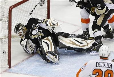 Voracek hat-trick helps Flyers sink Pens