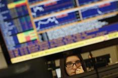 Una trader a lavoro. REUTERS/Rafael Marchante