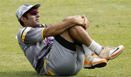 Pakistan's Misbah-ul-Haq stretches during practice session ahead of their first test cricket match against Sri Lanka in Galle June 21, 2012. REUTERS/Dinuka Liyanawatte