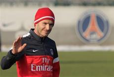 Juegue o no, David Beckham generará más titulares que el choque contra el Olympique de Marsella cuando el ex capitán de Inglaterra haga su primera aparición en el Parque de los Príncipes el domingo. En la imagen, de 13 de febrero, David Beckham durante un entrenamiento con su nuevo club, el Paris St Germain. REUTERS/Gonzalo Fuentes