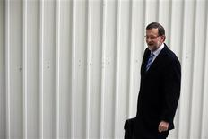El presidente del Gobierno, Mariano Rajoy, se refirió el jueves de nuevo a la corrupción en el debate del estado de la nación, afirmando que en su partido, acosado recientemente por un escándalo de corrupción, no ejercen responsabilidad personas imputadas por ese delito. En la imagen, Rajoy llega a la segunda jornada del debate el 21 de febrero de 2013. REUTERS/Susana Vera
