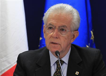 Italy's Prime Minister Mario Monti arrives at a news conference after a European Union leaders summit in Brussels December 14, 2012. REUTERS/Yves Herman