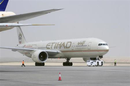 An Etihad Airways aircraft is seen at Abu Dhabi International Airport, September 19, 2012. REUTERS/Ben Job/Files