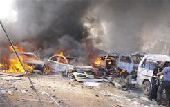 Unos vehículos en llamas tras una explosión en el centro de Damasco, feb 21 2013. La explosión de un coche bomba dejó 53 muertos y 200 heridos el jueves en el centro de Damasco, un atentado ocurrido en una atestada vía cerca de las oficinas del gobernante Partido Baath y de la embajada rusa, reportó un canal de televisión sirio. REUTERS/Sana NOTA DE EDITOR: Reuters no puede confirmar de forma independiente, la autenticidad, contenido, ubicación o fecha de dónde o cuándo se extrajo esta imagen. Imagen para uso no comercial, ni ventas, ni archivos. Solo para uso editorial. No para su venta en marketing o campañas publicitarias. Esta imagen fue entregada por un tercero y es distribuida, exactamente como fue recibida por Reuters, como un servicio para clientes.
