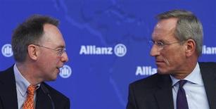 Michael Diekmann (R), chief executive of Europe's biggest insurer Allianz SE, talks to Chief Financial Officer Dieter Wemmer during the company's annual news conference in Unterfoehring near Munich February 21, 2013. Allianz said it saw improving prospects for calm in the euro zone and a rekindling of world growth, after beating earnings expectations in 2012 and keeping its dividend steady. REUTERS/Michaela Rehle (GERMANY - Tags: BUSINESS)