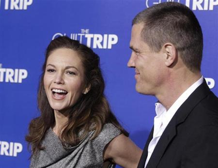 Actor Josh Brolin and wife actress Diane Lane pose as they arrive for the premiere of the new film ''The Guilt Trip'' starring Barbra Streisand and Seth Rogen in Los Angeles December 11, 2012. REUTERS/Fred Prouser