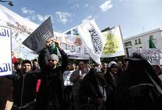 Partidários da agremiação islâmica Ennahda fazem manifestação em Túnis, na Tunísia, na semana passada. 16/02/2013 REUTERS/Anis Mili