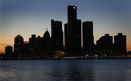 The Detroit skyline is shown during Earth Hour across the river from Windsor, Ontario March 29, 2008. REUTERS/ Mike Cassese