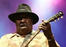 Jazz musician Magic Slim of the U.S performs during the Pontevedra Jazz Festival in northwestern Spain in this July 25, 2007, file photo. REUTERS/Miguel Vidal/Files