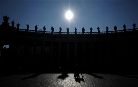 People walk in Saint Peter's Square at the Vatican in this February 19, 2013 file picture. REUTERS/Files/Max Rossi