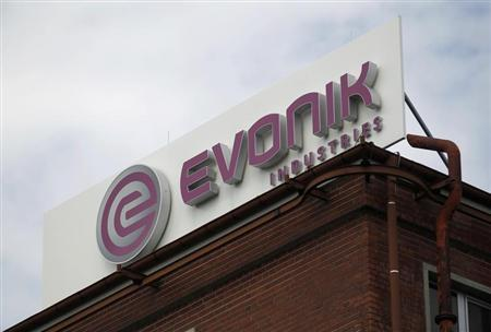 The logo of the German chemical company Evonik Industries is pictured at a factory in Darmstadt June 18, 2012. The owners of Evonik scrapped plans for what could have been Europe's biggest initial public offering (IPO) in more than a year and said it would only resume efforts for a listing if markets recover. REUTERS/Alex Domanski (GERMANY - Tags: BUSINESS LOGO SCIENCE TECHNOLOGY) - RTR33TKE