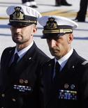 I due marò italiani Massimiliano Latorre (a destra) e Salvatore Girone. REUTERS/Alessandro Bianchi