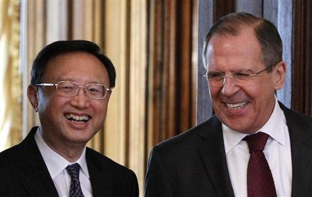 Russia's Foreign Minister Sergei Lavrov (R) and his Chinese counterpart Yang Jiechi walk into a hall as they meet in Moscow February 22, 2013. REUTERS/Maxim Shemetov