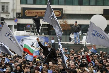 Supporters of the ruling Bulgarian GERB party wave flags outside the parliament in Sofia February 21, 2013. REUTERS/Stoyan Nenov