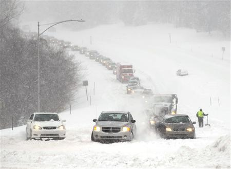 Stalled vehicles are seen during a blizzard as traffic backs up on a major thoroughfare in Overland Park, Kansas, February 21, 2013. REUTERS/Dave Kaup