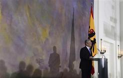 Presidente alemão, Joachim Gauc, discursa na residência presidencial Palácio de Bellevue em Berlim, Alemanha. Gauck garantiu aos europeus que não precisam ter nada a temer sobre o papel dominante de Berlim no continente, e disse, nesta sexta-feira, que uma maior integração levaria a uma Alemanha mais europeia em vez de uma Europa forçada à imagem da Alemanha. 22/02/2013 REUTERS/John Macdougall/Pool