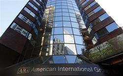 American International Group (AIG) a publié jeudi un résultat d'exploitation supérieur au consensus au quatrième trimestre à 290 millions de dollars, soit 20 cents par action. L'assureur a fait état d'une perte nette de quatre milliards de dollars (2,68 dollars par action), contre un bénéfice de 21,5 milliards de dollars (11,31 dollars) un an plus tôt, en raison notamment de la cession du loueur d'avions ILFC. /Photo d'archives/REUTERS/Mike Segar