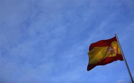 A Spanish flag flutters in the air at Defence Ministry in Madrid January 15, 2013. Fitch said Spain will continue to face downgrade risks even if it avoids having to ask for a bailout, while Ireland could claw its way back into the single-A rating band if a deal is struck to share the burden of its banking debts. REUTERS/Sergio Perez (SPAIN - Tags: POLITICS BUSINESS) - RTR3CHP5
