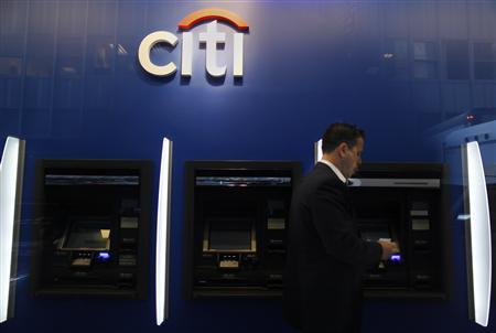 A man walks past a Citibank branch in lower Manhattan, New York October 16, 2012. REUTERS/Carlo Allegri (UNITED STATES - Tags: BUSINESS) - RTR397EH