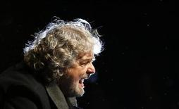 Beppe Grillo parla a Siena, 24 gennaio 2013. REUTERS/Stefano Rellandini