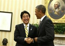 U.S. President Barack Obama shakes hands with Japanese Prime Minister Shinzo Abe (L) in the Oval Office at the White House in Washington, February 22, 2013. REUTERS/Larry Downing