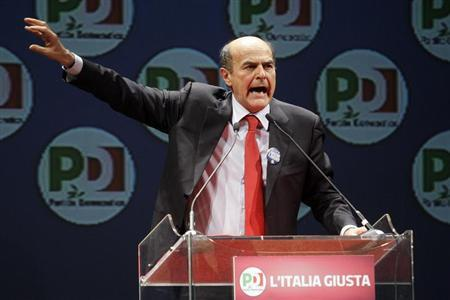 Italy's Democratic Party (PD) leader Pier Luigi Bersani (R) gestures as he makes a speech during a political rally in Rome, February 22, 2013. REUTERS/Remo Casilli