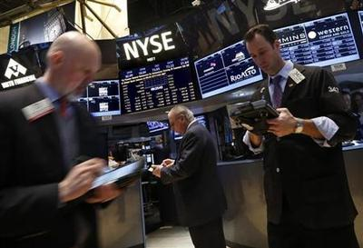 Wall Street rebounds on HP results, Fed officials'...