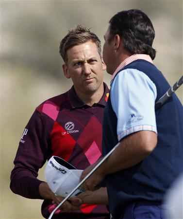 Ian Poulter (L) of England shakes hands with Bo Van Pelt of the U.S. on the 17th hole after their second round match of the WGC-Accenture Match Play Championship golf tournament in Marana, Arizona February 22, 2013. Poulter defeated Van Pelt 3 and 1. REUTERS/Matt Sullivan