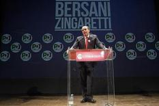 Italy's Democratic Party (PD) leader Pier Luigi Bersani makes a speech during a political rally in Rome, February 22, 2013. REUTERS/Remo Casilli (ITALY - Tags: POLITICS ELECTIONS)